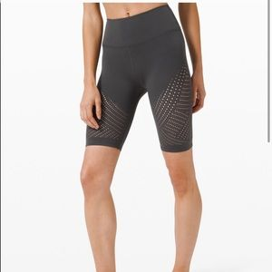 Lululemon 6 Grey Reveal HR Short Digi Rain